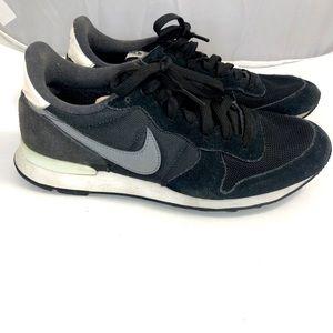 Nike Internationalist Suede Retro Sneakers 8